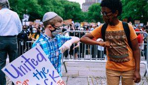 Este poderoso spot arranca la careta al racismo sistemático enraizado en la sociedad de EU.UU.