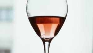 Esta app que permite identificar un vino rosé le ayudará a no echar (tanto) de menos Cannes Lions