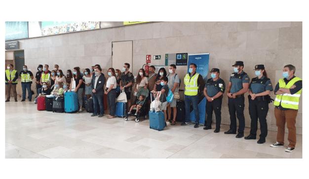 Iberia, Iberia Express y Aena homenajean a un grupo de sanitarios a su llegada a Tenerife