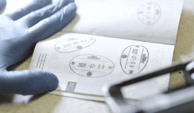 Los pasaportes suecos (ahora inutilizados) se convierten en hamburguesas gratis en Burger King