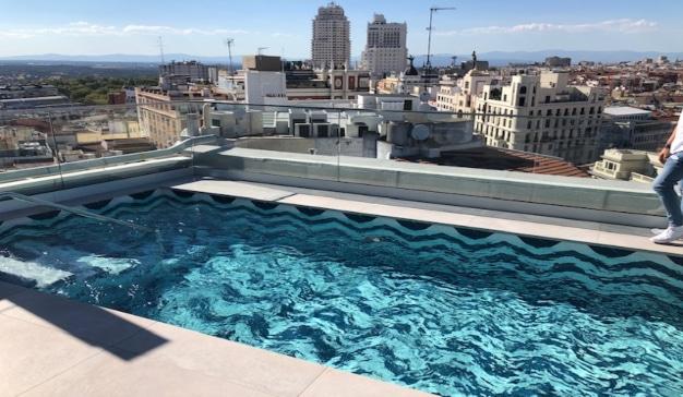 piscina hotel ballesteros