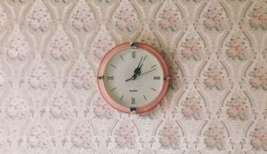 Los centennials pasan menos tiempo viendo contenido, pero lo recuerdan más