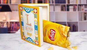 Lay's lanza una colección literaria diseñada para esconder sus bolsas de patatas fritas