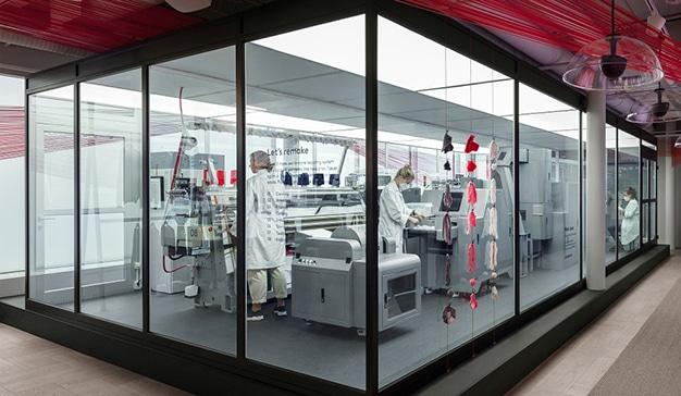 Looop, la máquina de H&M que recicla ropa