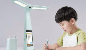 La matriz de TikTok se tira a la piscina del hardware con una lámpara inteligente para hacer los deberes