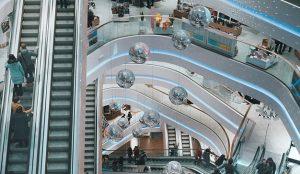 La asistencia a los centros comerciales se mantiene un 30% por debajo de los niveles de 2019