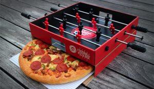 Pizza Hut sirve sus pizzas más futboleras en cajas metamorfoseadas en futbolines