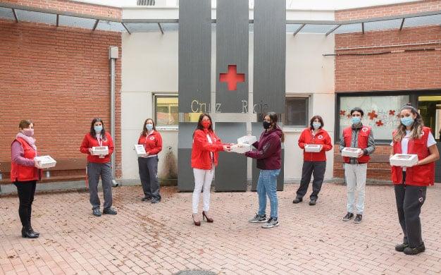 Entrega de cupcakes solidarios a la Cruz Roja Española