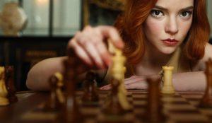 Gambito de dama hace jaque mate y se convierte en la miniserie más vista en Netflix