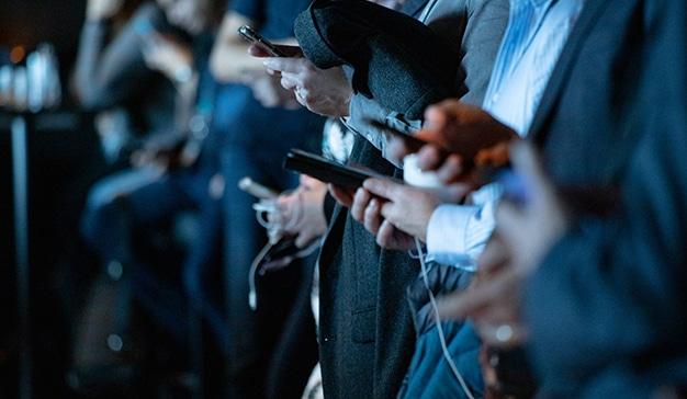 ¿Quién usa peor las redes sociales, los jóvenes o los adultos?