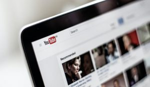 YouTube aprovecha la escucha ambiental de su plataforma y lanza anuncios de audio