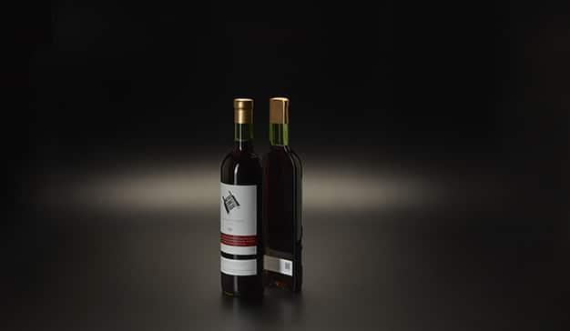 botella vino en mesas conectadas
