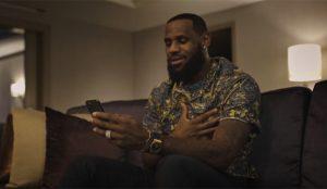 LeBron James da la nota (musical) en este esperanzador spot para AT&T