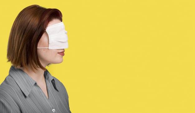 mujer mascarilla 2021 consumidor emocional covid