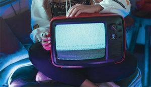 En 2020 estuvimos pegados como lapas a la televisión (para alegría de los anunciantes)