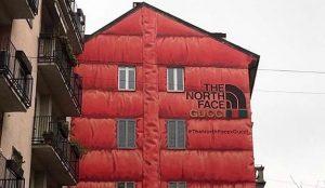 The North Face y Gucci celebran su cacareada colaboración con un gigantesco mural disfrazado de anorak