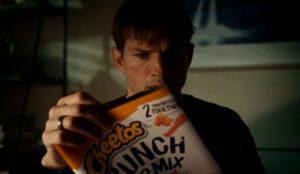 Ashton Kutcher protagoniza este misterioso teaser de la Super Bowl firmado por Cheetos