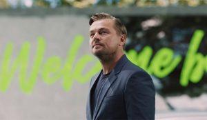 Leonardo DiCaprio se enchufa al volante del nuevo Fiat 500 para viajar a un futuro mejor