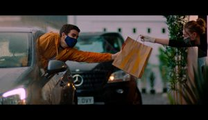 Una historia de amor y un malentendido con las patatas fritas, así es el nuevo anuncio de McDonald's