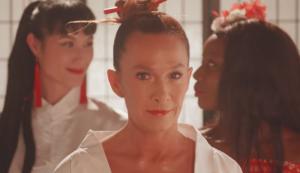 Una experta en Kung-fu vaginal incendia las redes con un vídeo repleto de estereotipos asiáticos