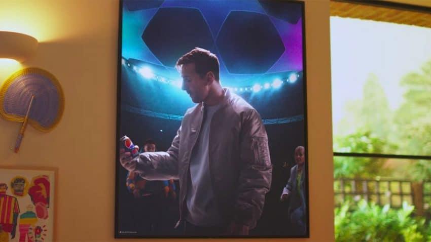 Messi y Pogba se suben por las paredes en este burbujeante spot de Pepsi MAX