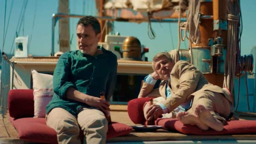 Los actores de este spot de Damm se toman un descanso en mitad del rodaje