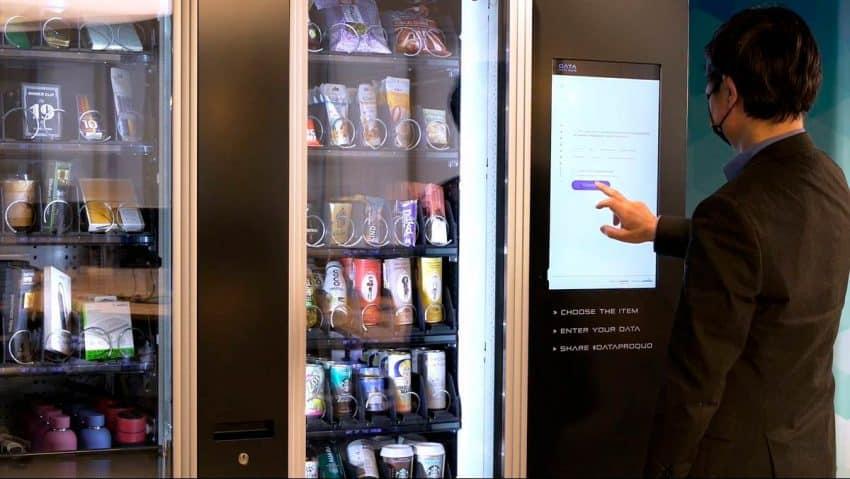 Shackleton presenta Data Pro Quo, la máquina vending en la que solo se paga con datos