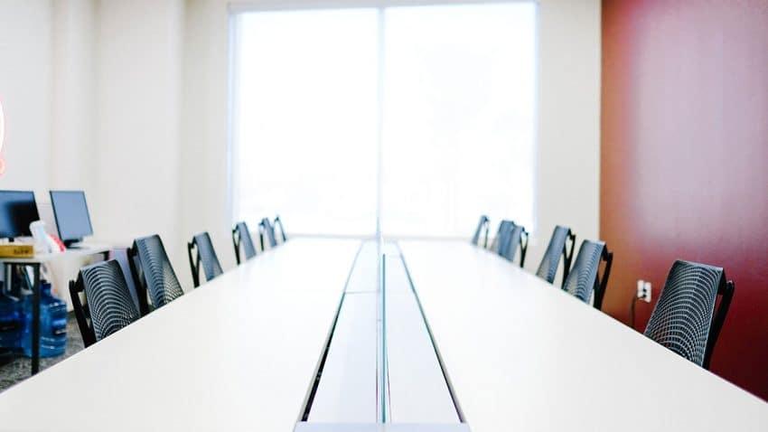 La FEDE muestra su preocupación por la gestión del Gobierno de los concursos públicos