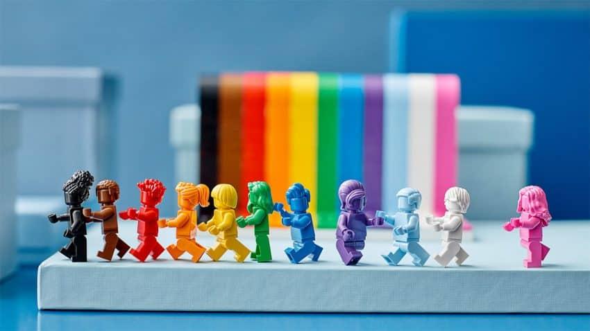 LEGO se tiñe de los colores del arcoíris para celebrar la diversidad de sus fans