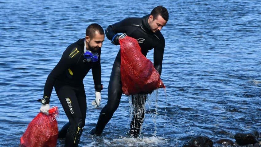 Carrefour, P&G y Jesús Calleja unen fuerzas para acabar con el plástico en las playas