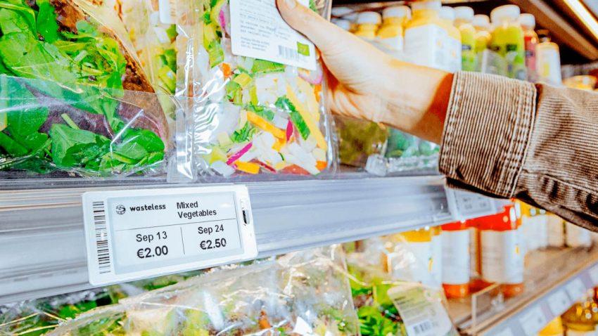 Varios supermercados echan mano de la IA para modificar el precio de alimentos a punto de caducar