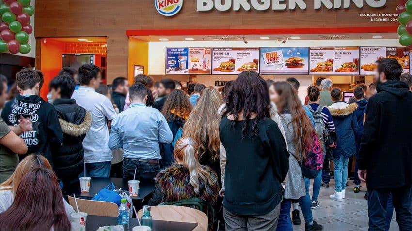 Estos bulliciosos anuncios de Burger King quieren ponerte incómodo adrede