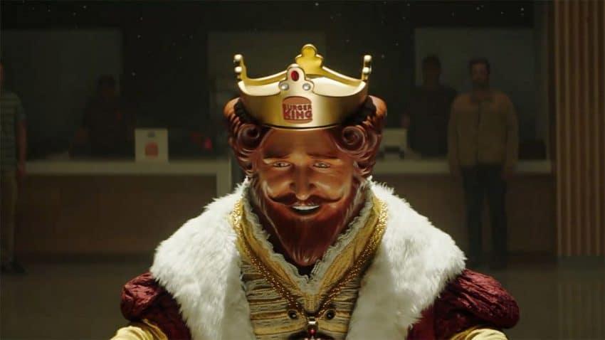 El atribulado rey de Burger King sufre en este spot su peor pesadilla (y tiene sabor a pollo)