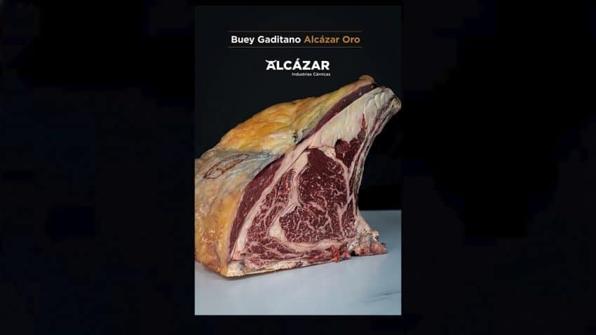 La nueva campaña de Cárnicas El Alcázar presenta los exclusivos y auténticos chuletones de buey de Cádiz