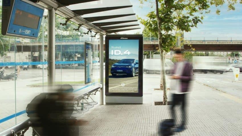Volkswagen ha desarrollado una campaña programática DOOH con data integrada por The Trade Desk, gracias a su agencia de medios PHD y su apoyo en JCDecaux, Iwall y Clear Channel