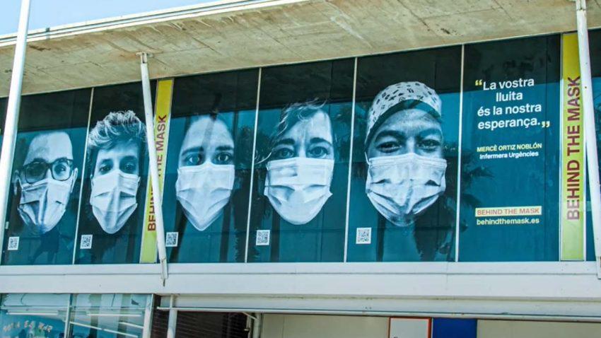 'Behind the Mask' homenajea al personal sanitario en los hospitales de Barcelona