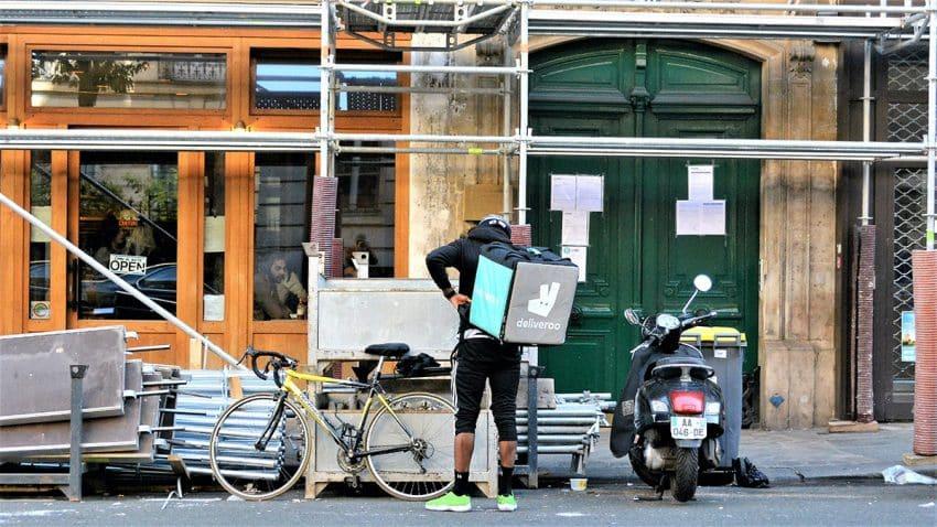 Deliveroo abandona España para zafarse de la nueva ley de los