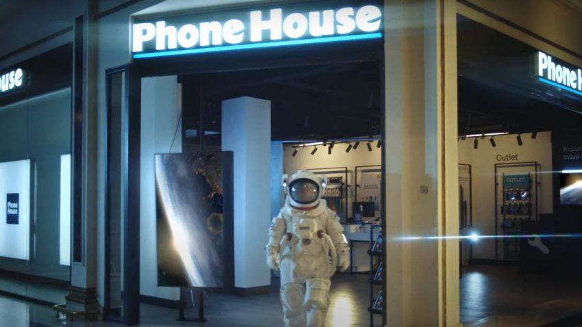 Phone House quiere hacer más historia que el viaje al espacio de Bezos con esta campaña