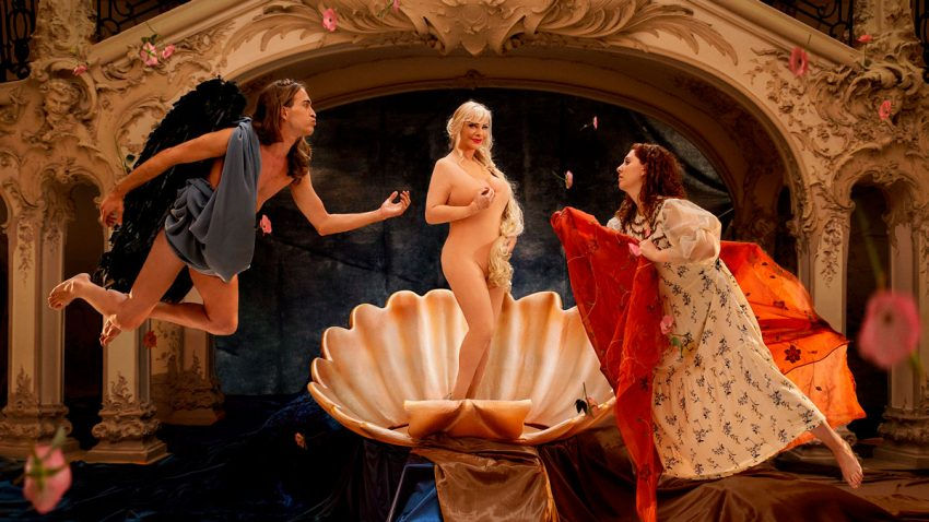 Pornhub anima a volver a los museos de la mano de la leyenda erótica Cicciolina
