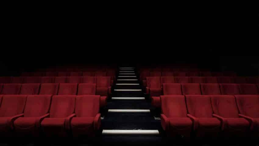 Las salas de cine resisten la pandemia y vuelven a la carga con (casi) toda la artillería