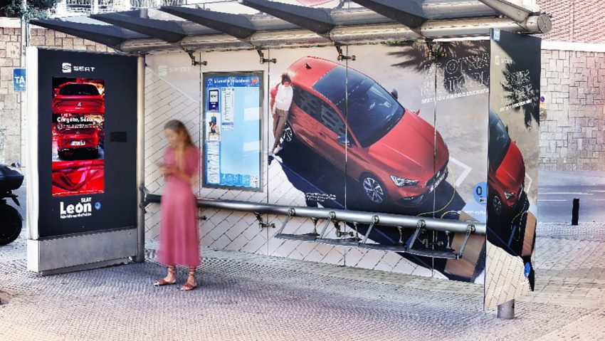 El nuevo SEAT León e-HYBRID demuestra que cargar el coche es tan sencillo como cargar un móvil