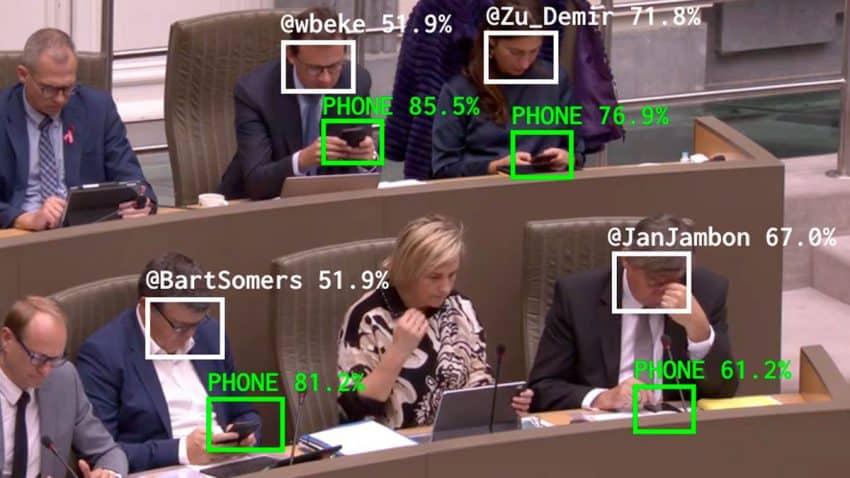 Este sistema 'caza' a políticos distraídos con sus smartphones gracias a la IA