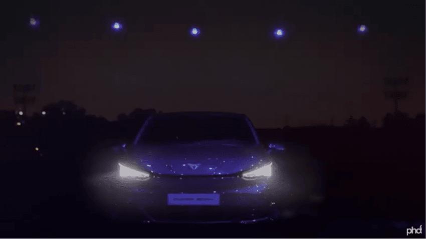 Más de 165 drones iluminan el cielo de Madrid para presentar el CUPRA Born