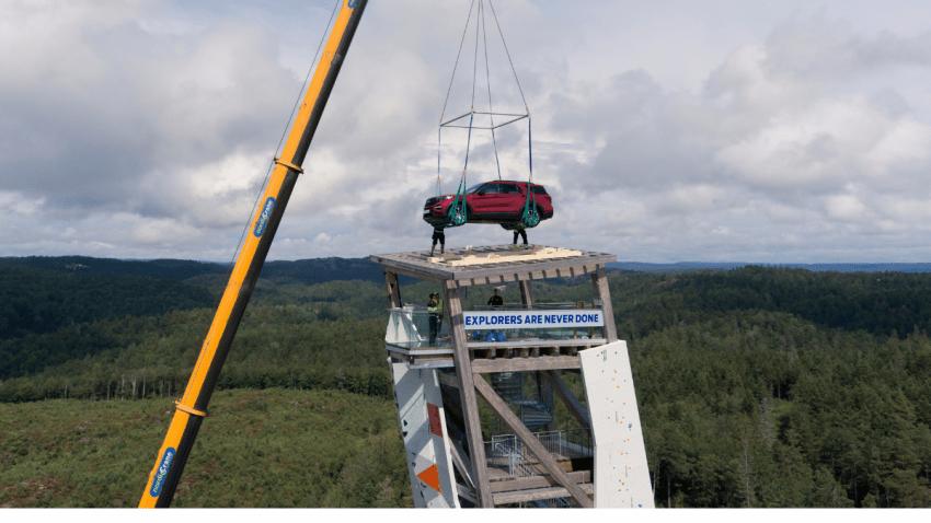 Ford Explorer Plug-In Hybrid escala la torre más alta del mundo