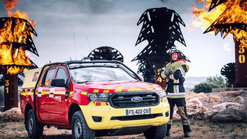 Ford rinde homenaje a los bomberos franceses en su lucha contra el fuego