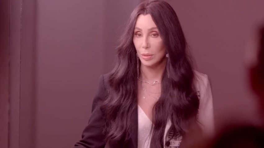 Cher, Iggy Pop y más se ponen frente al objetivo de Bryan Adams para el calendario Pirelli 2022