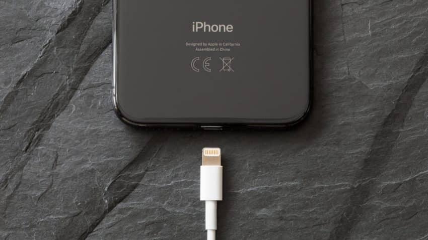 ¿Adiós Lightning? El conector USB-C podría llegar al iPhone por imperativo legal de la UE