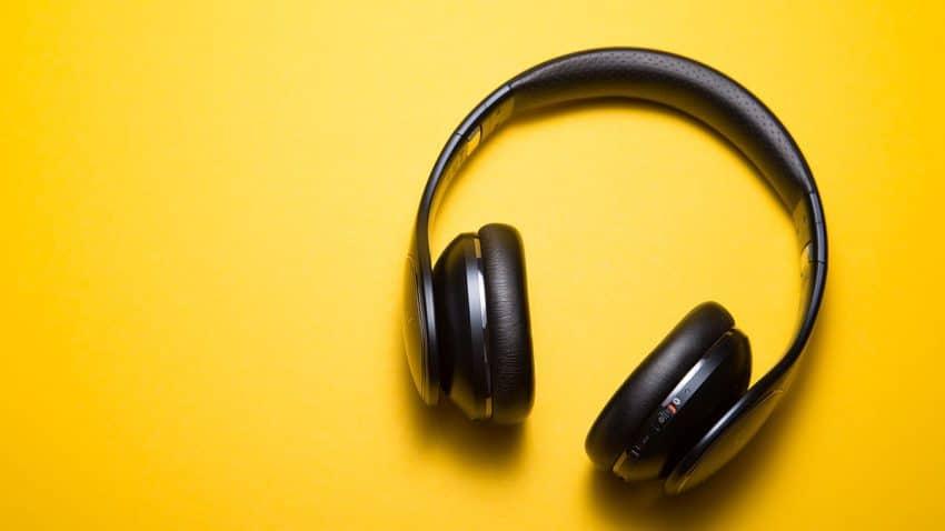 El universo de los podcasts: estos son los sectores que más invierten en este formato en auge