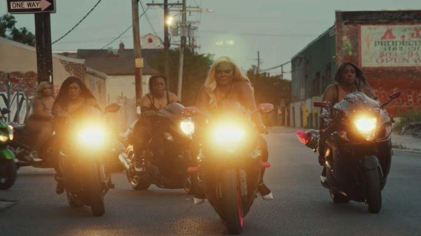 Rihanna defiende la presencia de las mujeres moteras con esta campaña