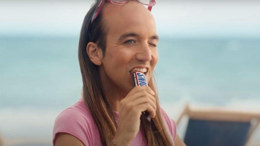 A Snickers se le atraganta un anuncio tildado de homófobo y lo